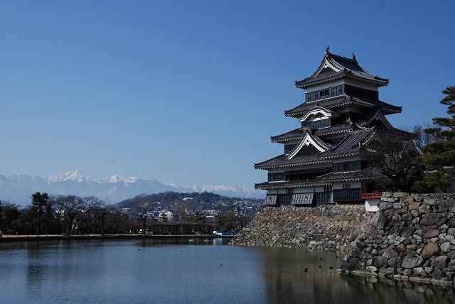国宝松本城 お堀に浮かぶお城